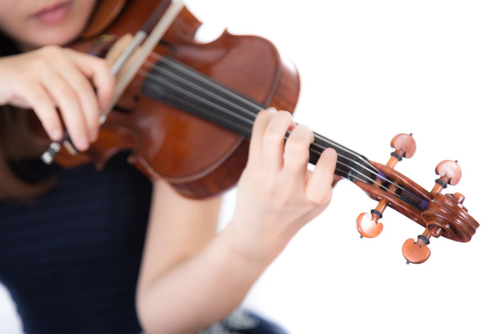 「演奏中の手元演奏中の手元」[モデル:yukiko]のフリー写真素材を拡大