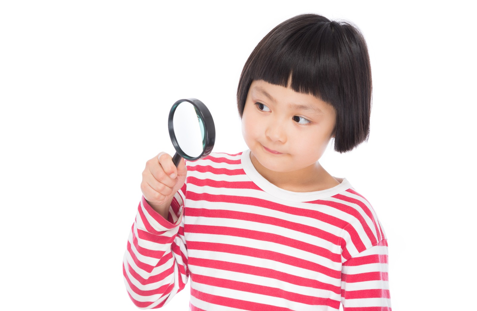 「虫眼鏡で観察する小学生虫眼鏡で観察する小学生」[モデル:ゆうき]のフリー写真素材を拡大
