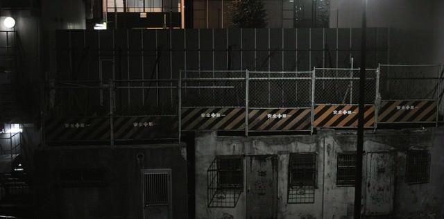 「安全第一夜間の工事現場」のフリー写真素材