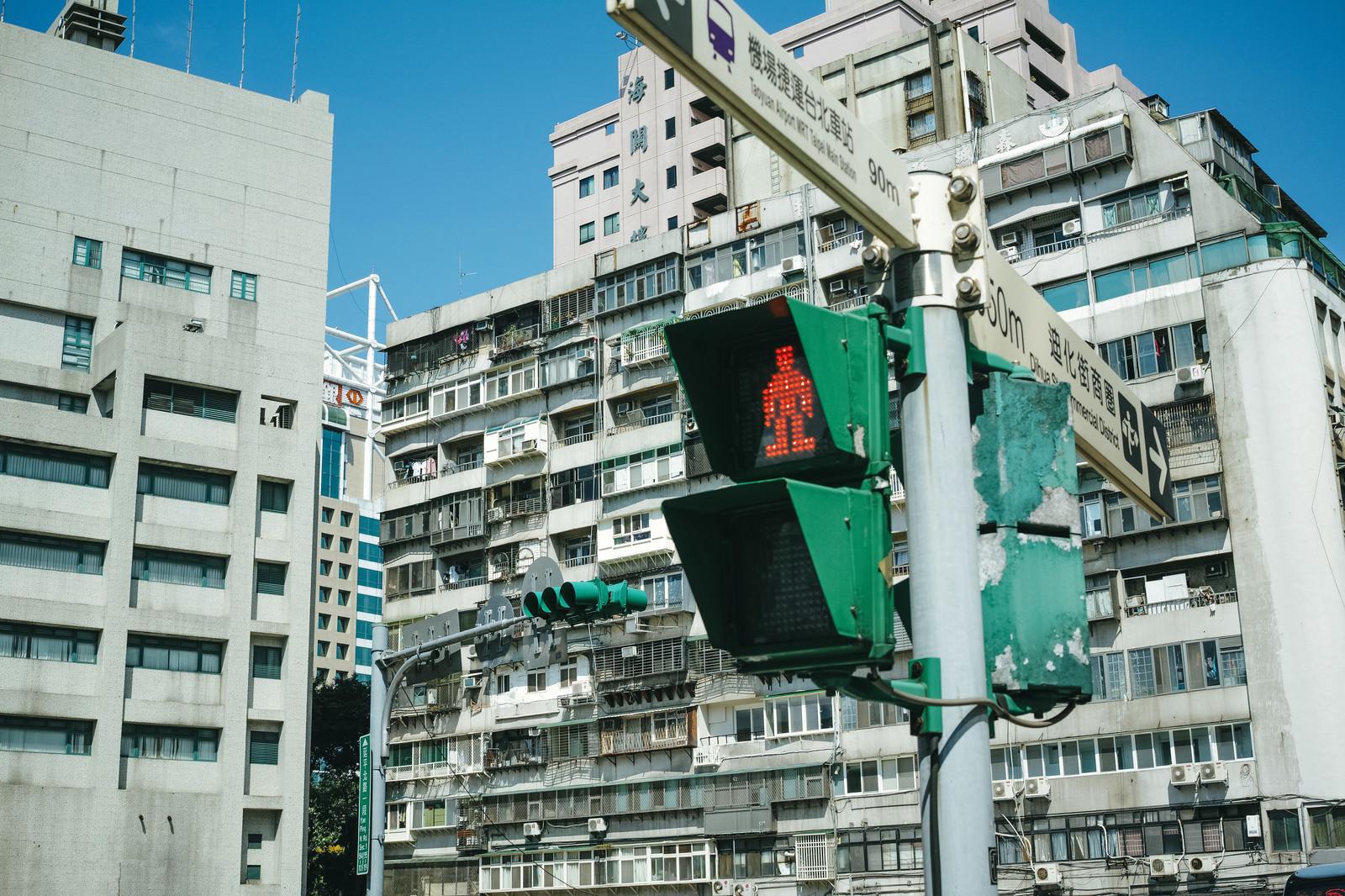 「タイペイの信号機と指導標(台湾)」の写真