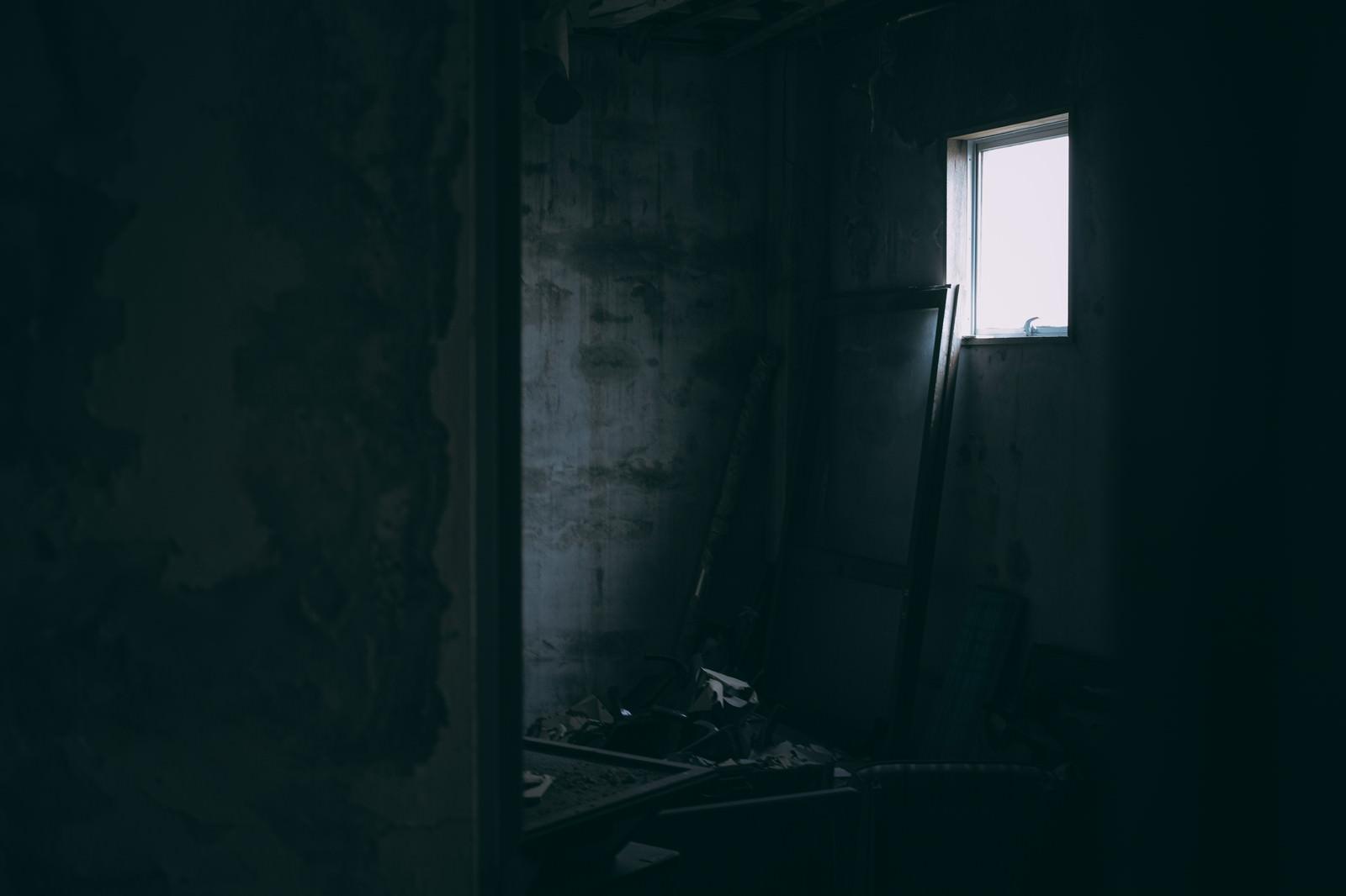 「孤独な部屋と遠い記憶」の写真