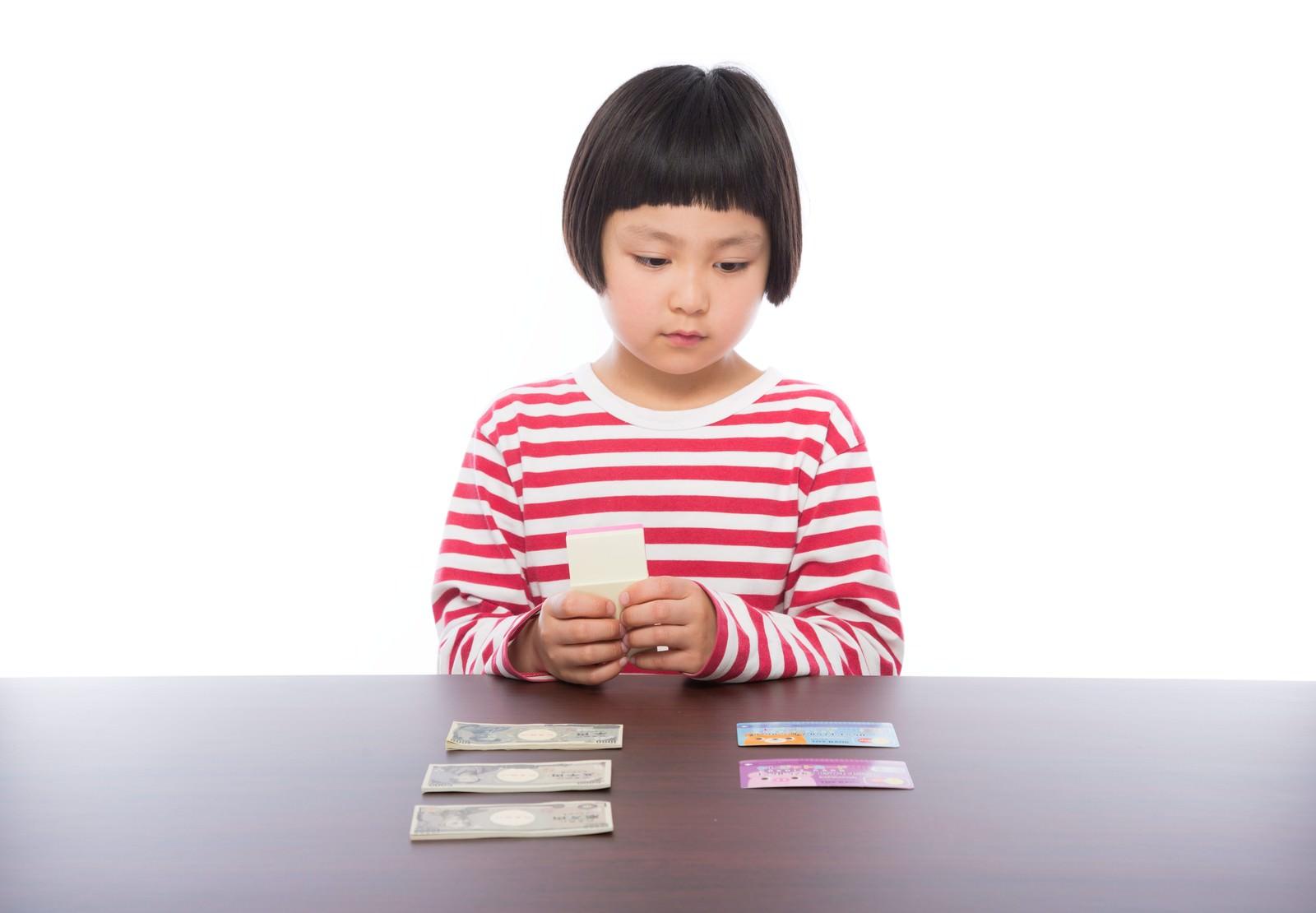 「今月の家計の収支」の写真[モデル:ゆうき]