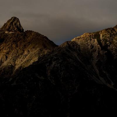「日没間近の槍ヶ岳」の写真素材