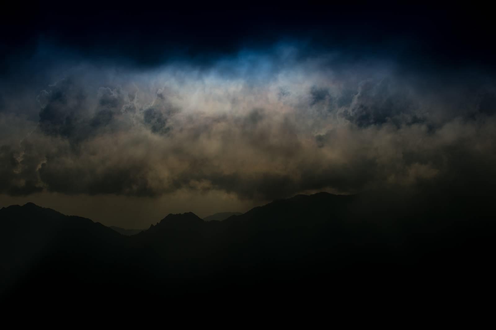 「危険な雲行きの北アルプス」の写真