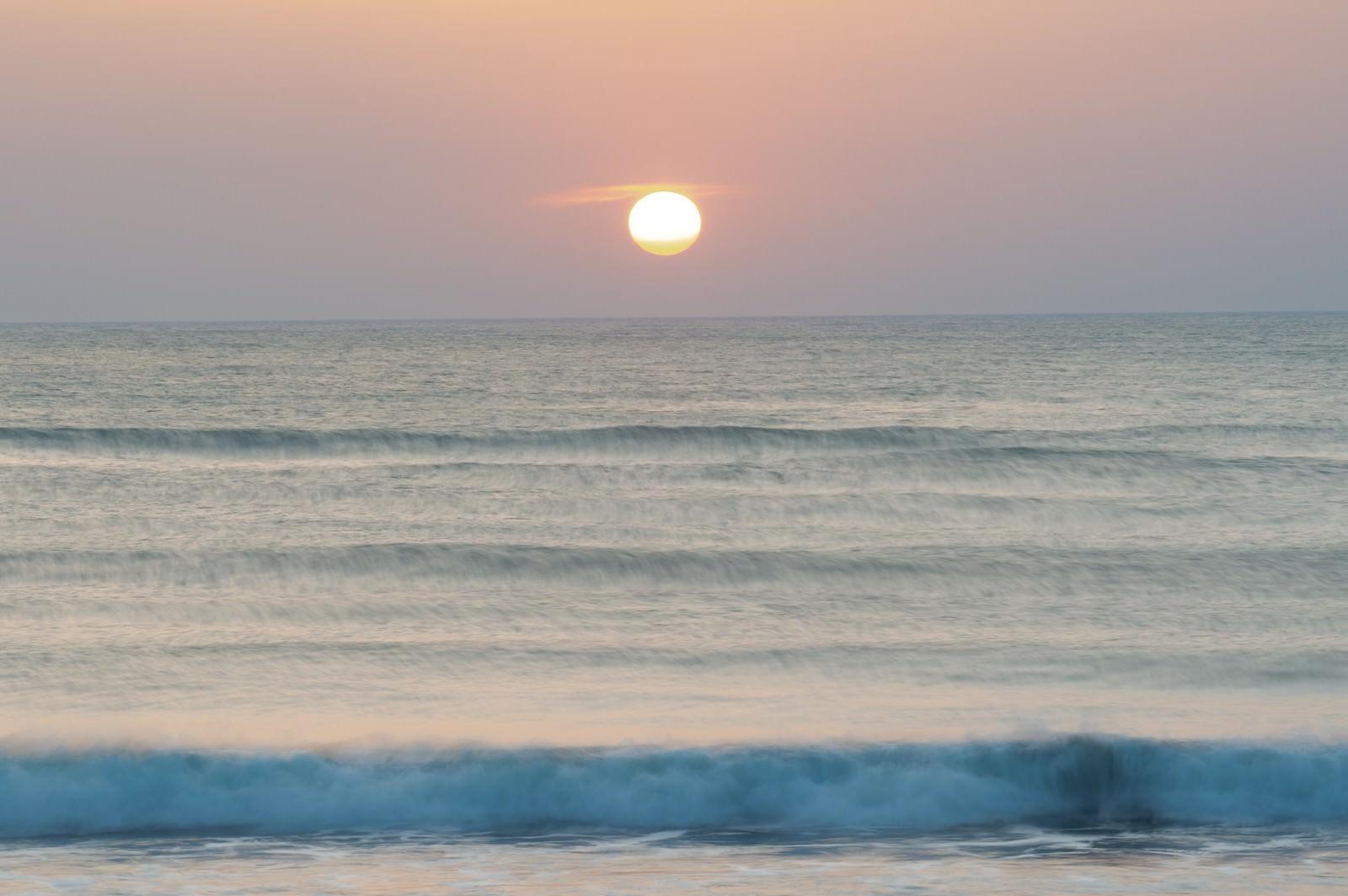 「一宮海岸の朝日(千葉県一宮町) | 写真の無料素材・フリー素材 - ぱくたそ」の写真