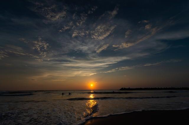 一宮の海で日の出サーフィン(千葉県一宮町)の写真