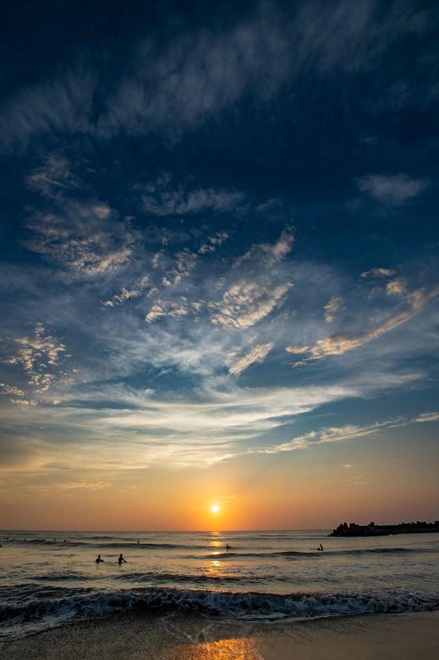 一宮海岸とサーファー(朝焼け)の写真