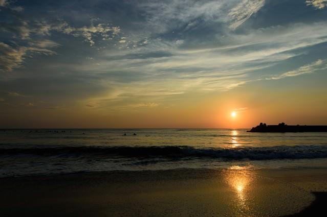 一宮海岸の浜辺に繋がるレイライン(千葉県一宮町)の写真