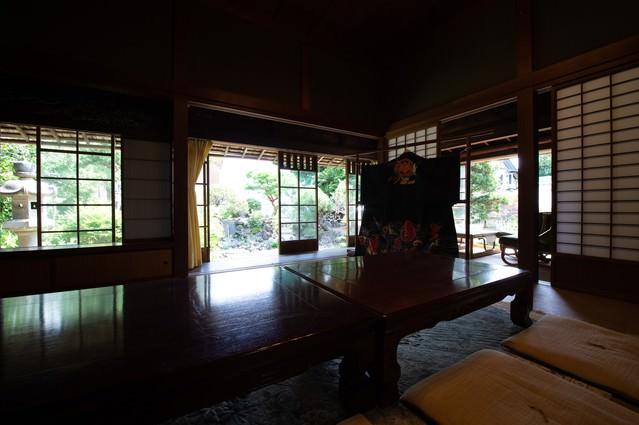 旧寿屋本家の座敷から見る庭(千葉県一宮町)の写真
