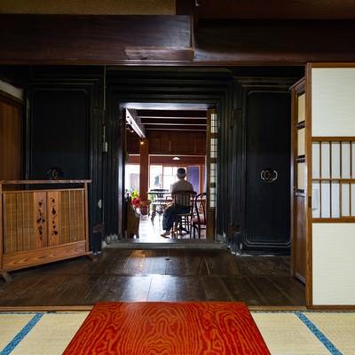 蔵の扉から続く古民家カフェ(千葉県一宮町)の写真