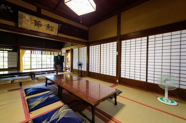懐かしさを感じる古民家の障子のある和室(千葉県一宮町)の写真