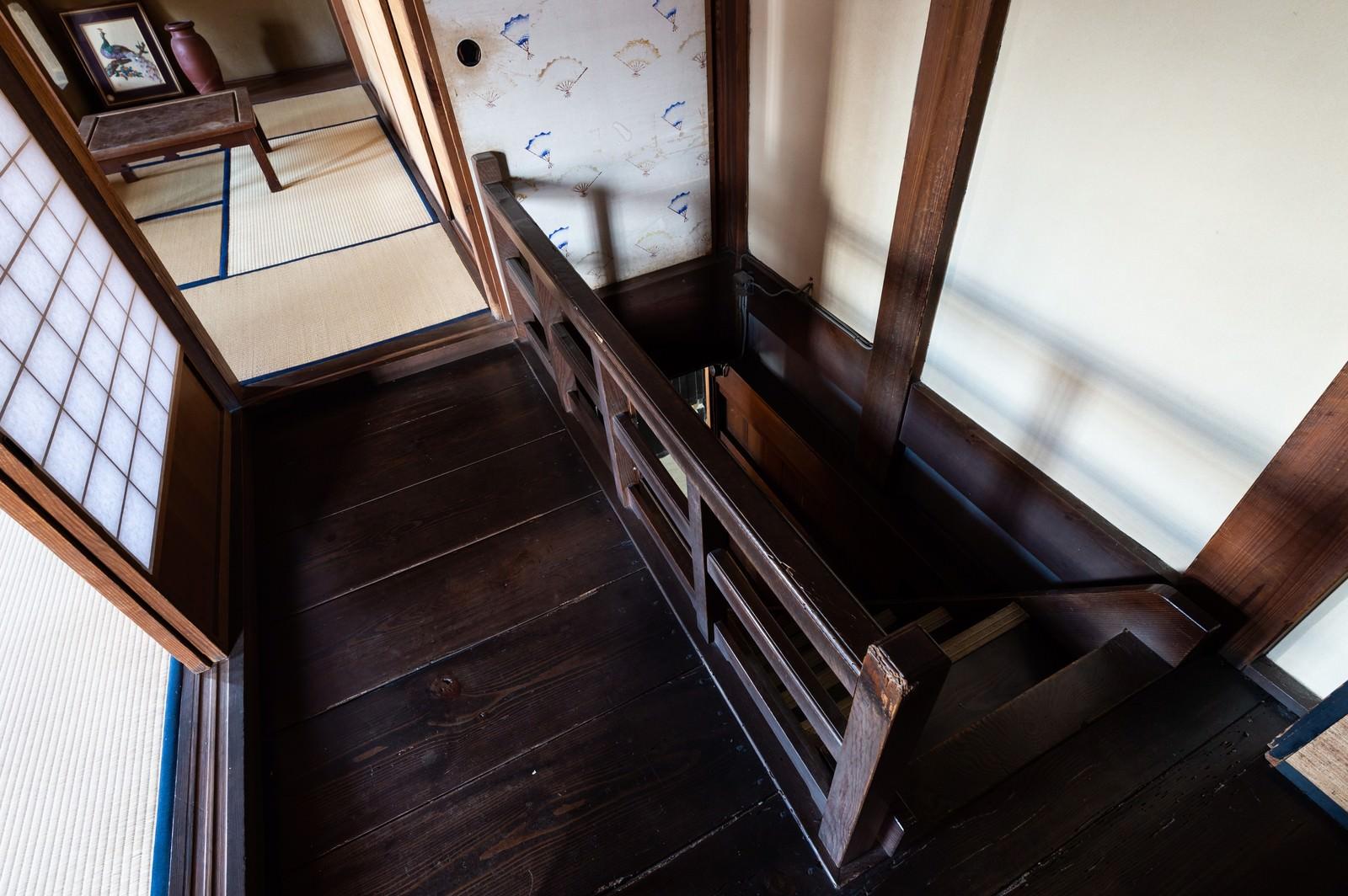 「旧寿屋本家にある階段(千葉県一宮町)」の写真