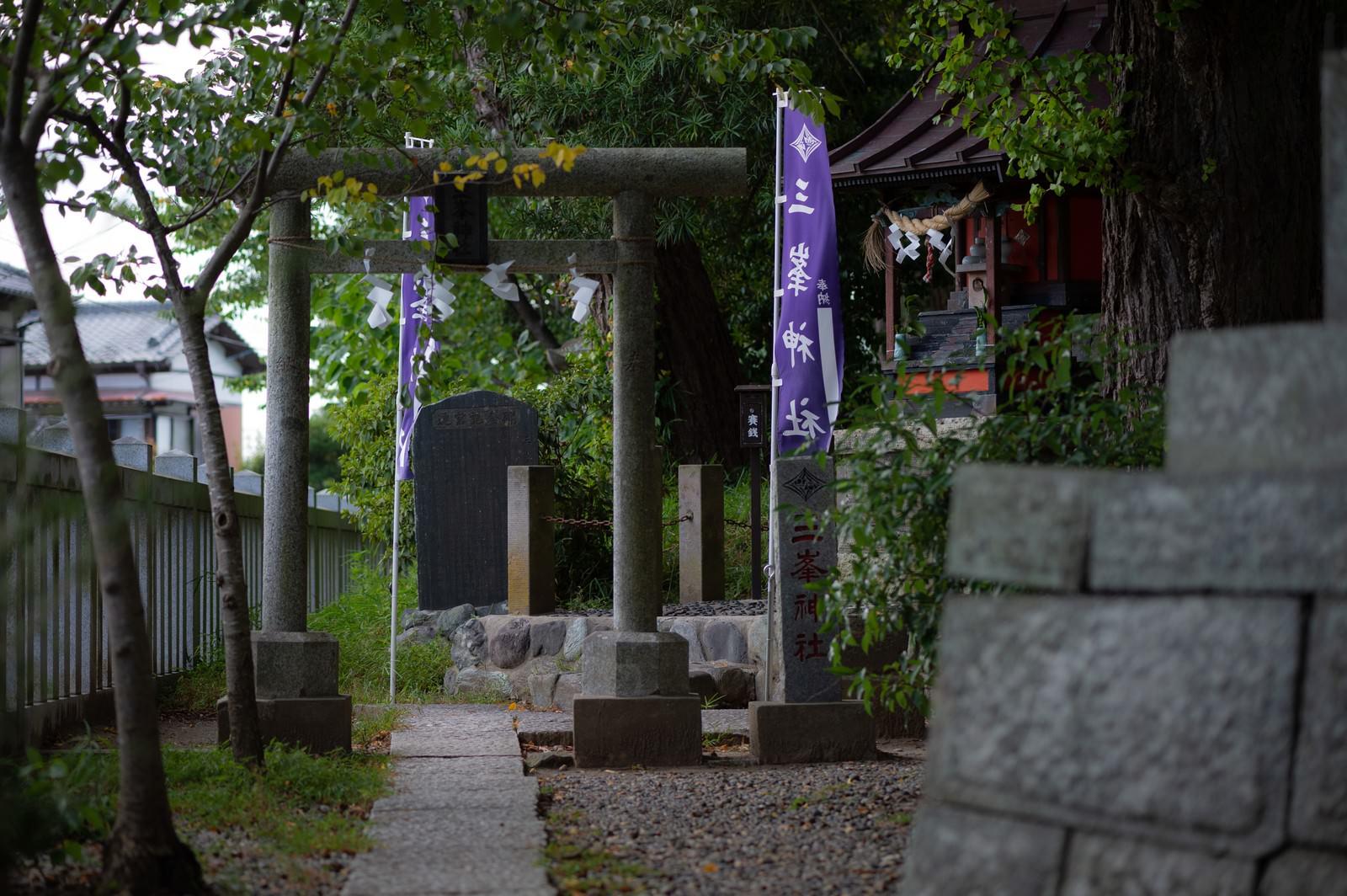 「玉前神社境内にある三峰神社(千葉県一宮町)」の写真