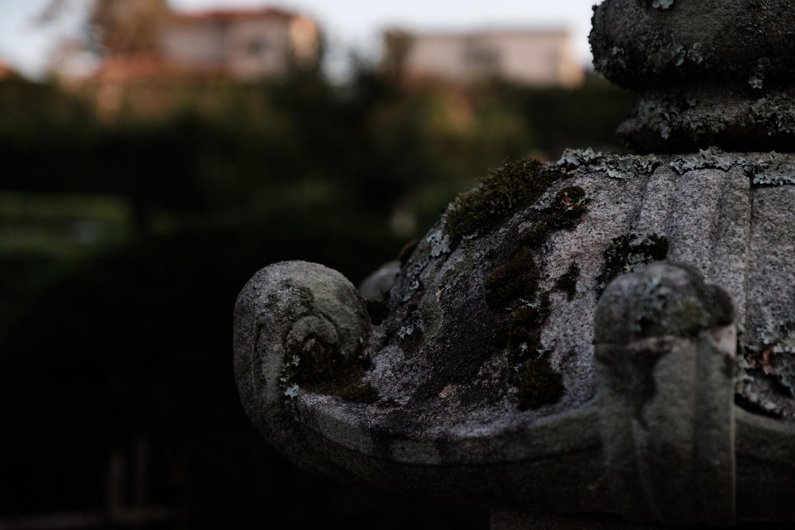 「伝統ある玉前神社の灯篭(千葉県一宮町)」の写真