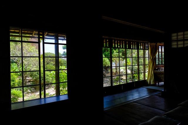 旧寿屋本家の縁側から見る庭(千葉県一宮町)の写真