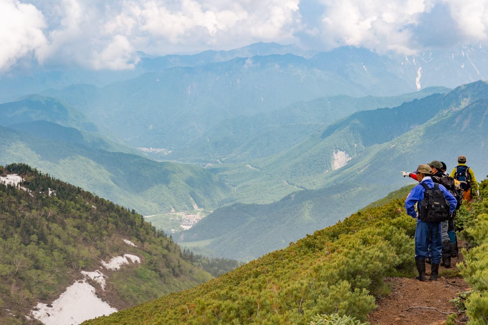 「乗鞍新登山道から見える平湯温泉」の写真