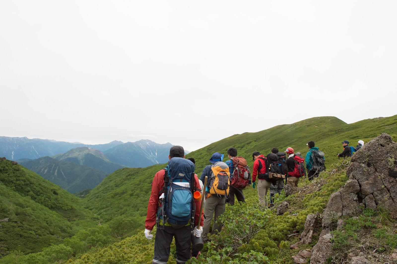 「乗鞍新登山道から見る西鎌尾根」の写真