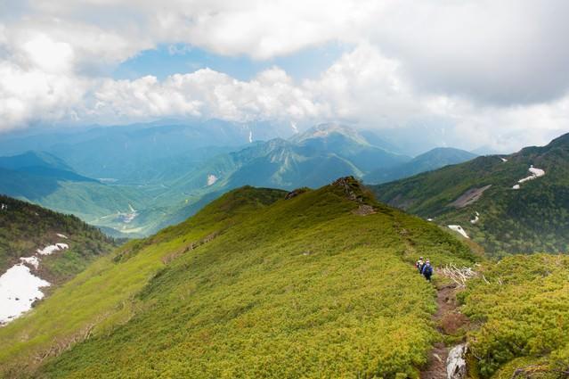 焼岳越しに北アルプスが望める乗鞍新登山道の写真