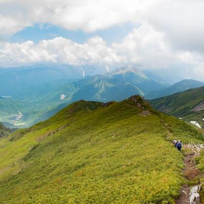 「焼岳越しに北アルプスが望める乗鞍新登山道」の写真素材