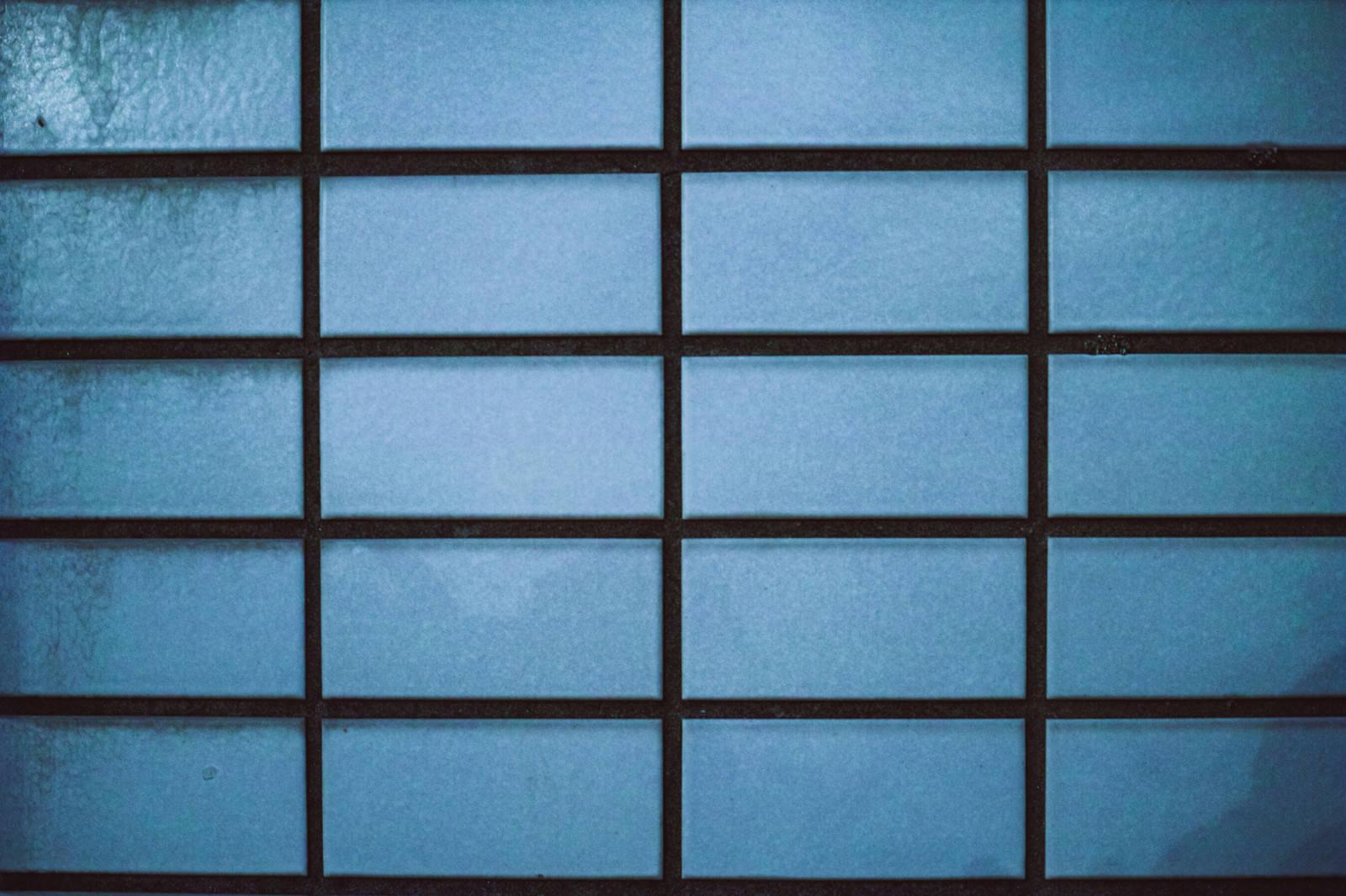 「目地が黒いタイル(テクスチャ)」の写真