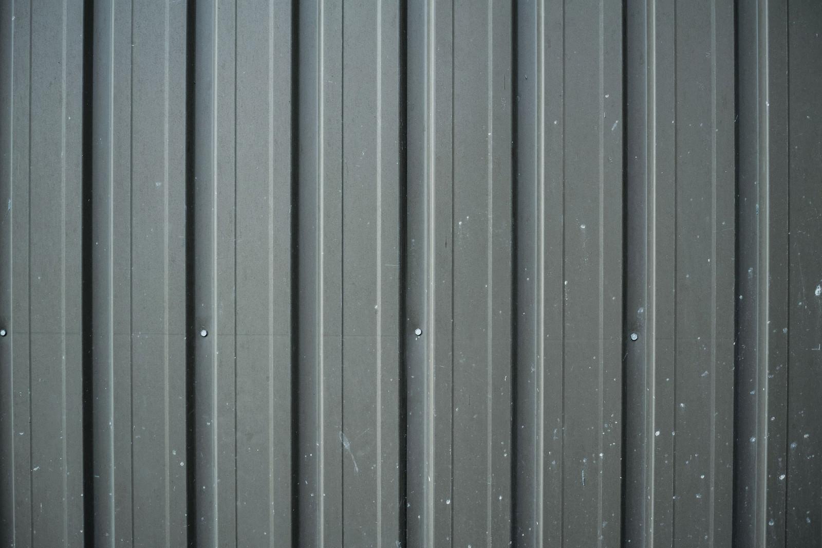 「白いペンキが飛び散ったトタン(テクスチャ)」の写真
