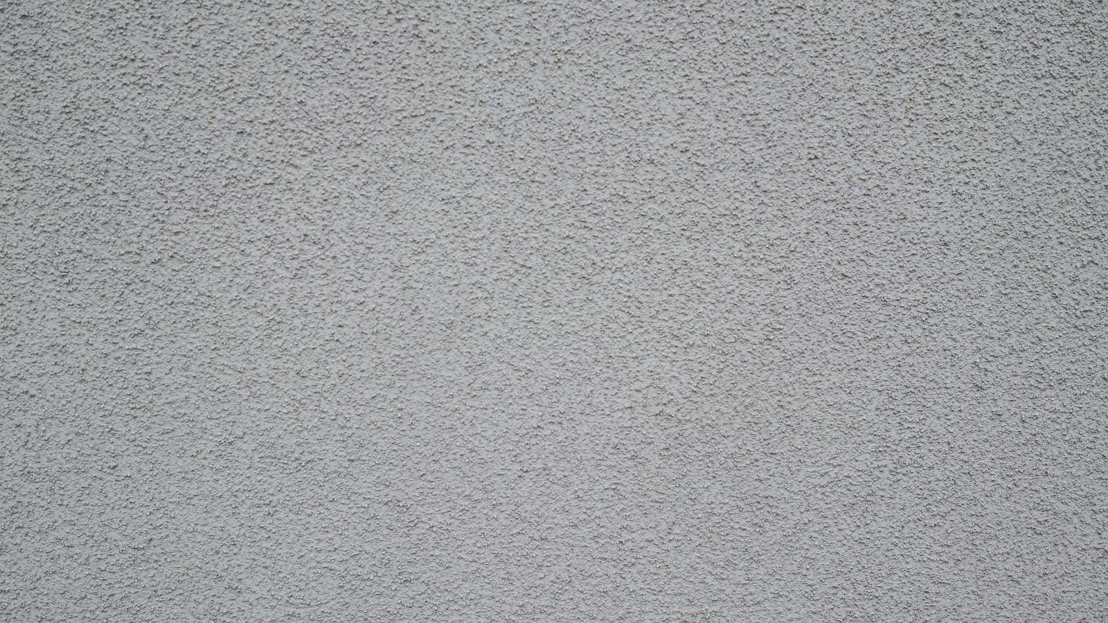 「ぶつぶつした細かな突起のあるコンクリ壁」の写真