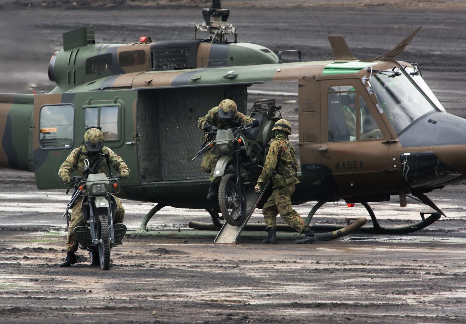 「偵察用オートバイ出撃」の写真