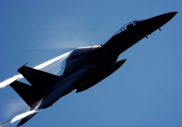 光を切り裂いて(小松基地F-15)の写真