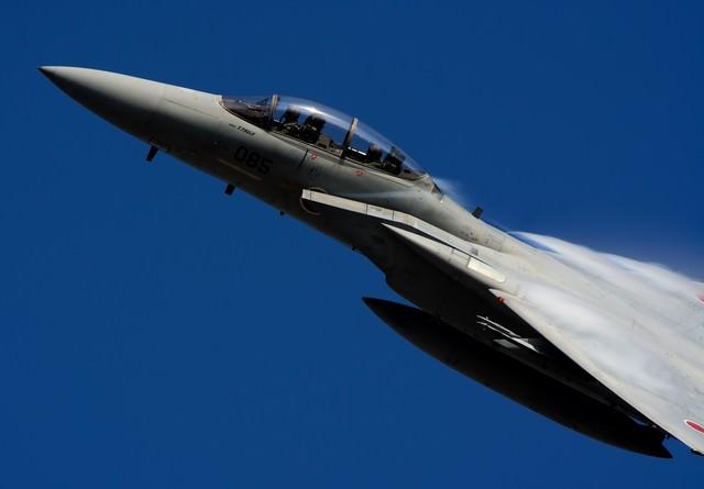 新田原基地23飛行隊、教官の美しい機動飛行の写真
