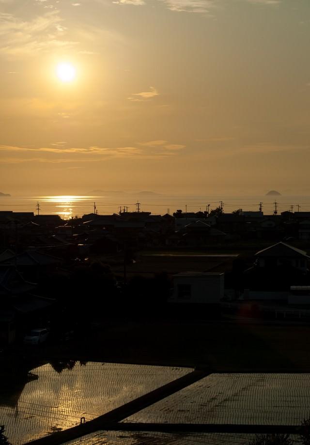 四国豊浜SA展望台から夕暮れの燧灘を望むの写真