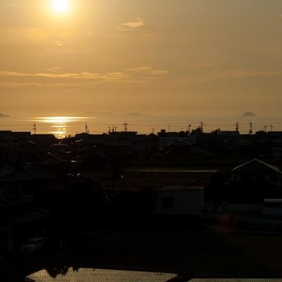 「四国豊浜SA展望台から夕暮れの燧灘を望む」の写真素材