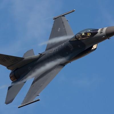 「米軍F-16戦闘機」の写真素材