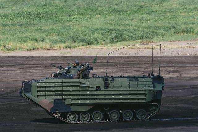 次世代陸自の新装備! 水陸両用車「AAV」の写真