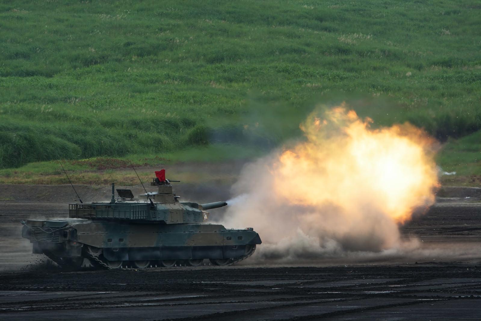 「撃て!! (10式戦車)撃て!! (10式戦車)」のフリー写真素材を拡大