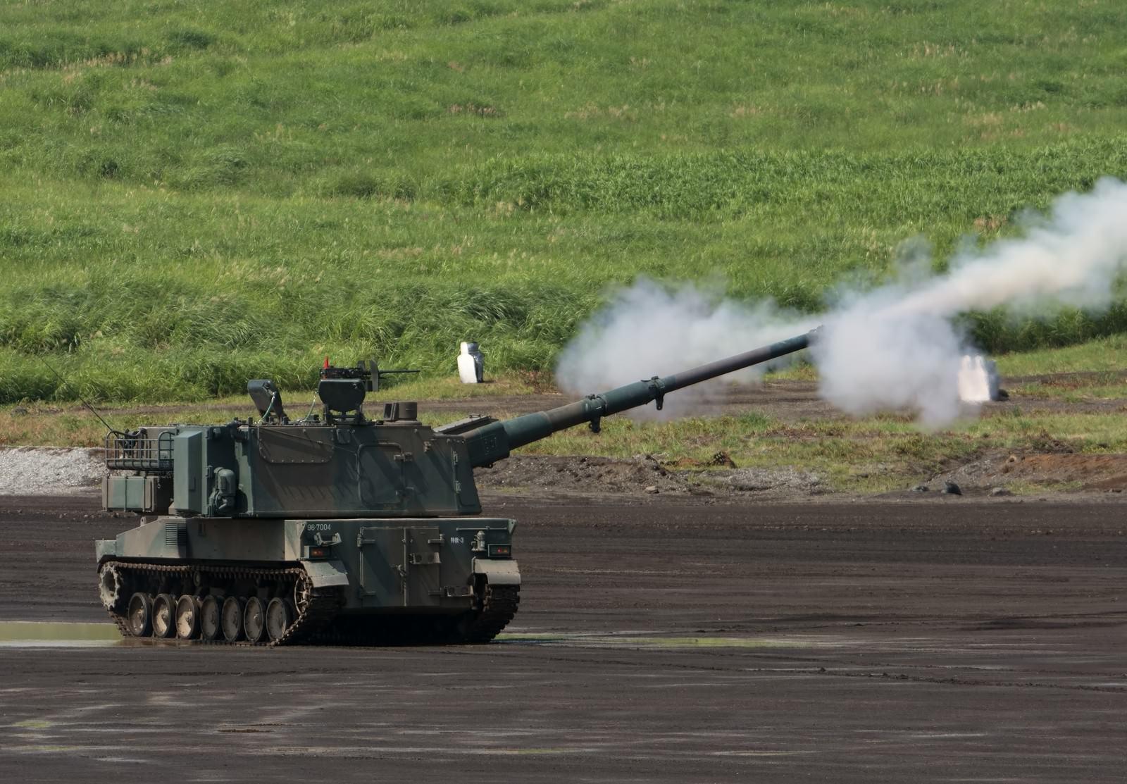 「99式自走155mmりゅう弾砲!発射!!」の写真