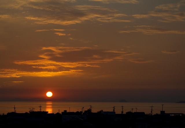 燧灘に沈む夕陽の写真
