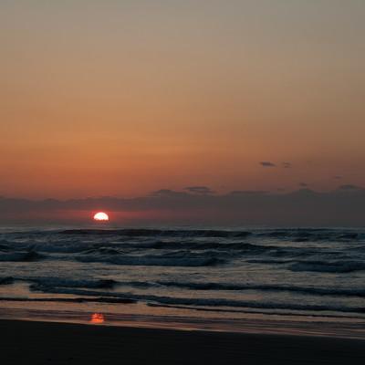 「千里浜なぎさドライブウェイからの夕焼け」の写真素材