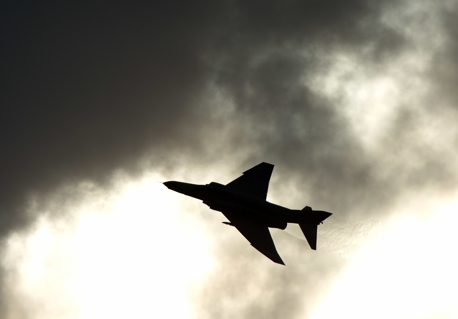 「戦闘機のシルエット」の写真