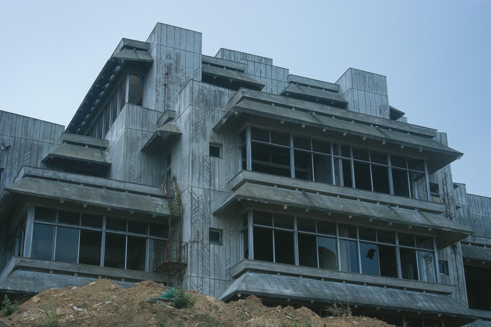 「廃墟となったホテル」の写真