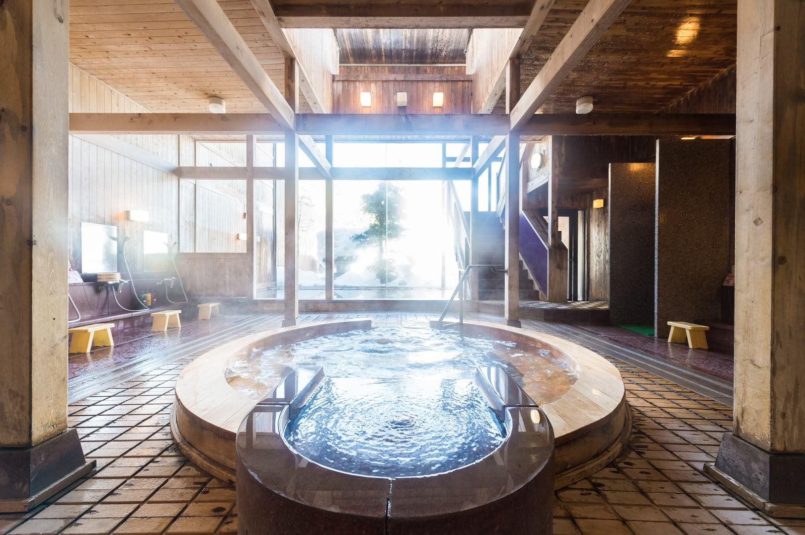 「「岡田旅館」の源泉かけ流しジャグジー温泉」の写真