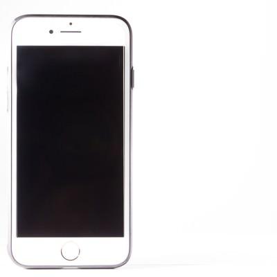 「白背景とスマートフォン」の写真素材