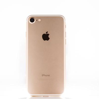 「ゴールド色のスマートフォン」の写真素材