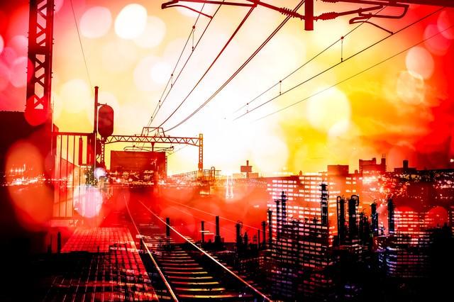 都会をつなぐ線路(フォトモンタージュ)の写真