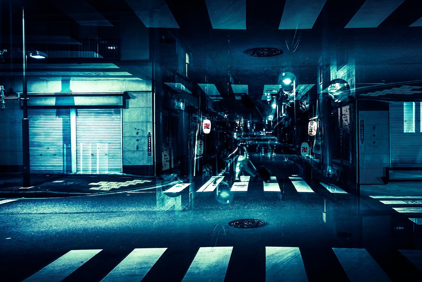 「寝静まった商店街(フォトモンタージュ)」の写真