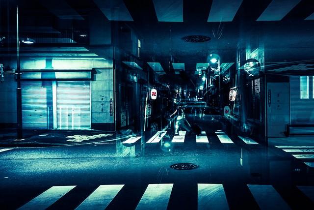 寝静まった商店街(フォトモンタージュ)の写真