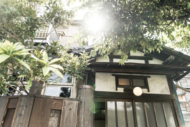 古民家の玄関前の写真