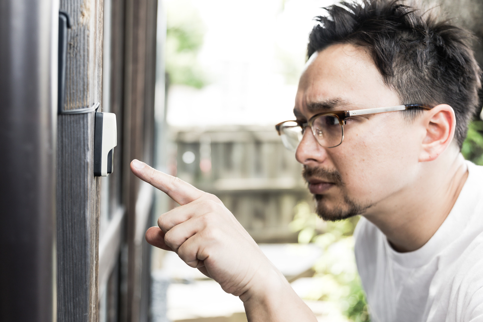 「玄関にあるボタンを押したら「ピーンポーン」という音がした」の写真