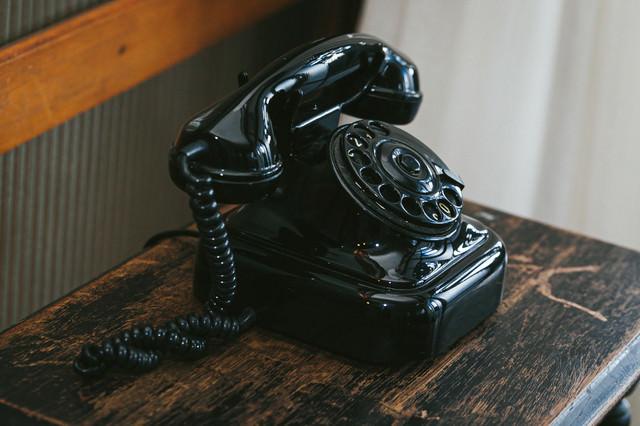 昔なつかしい黒電話の写真
