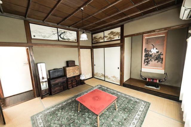 掛け軸のある和室の写真