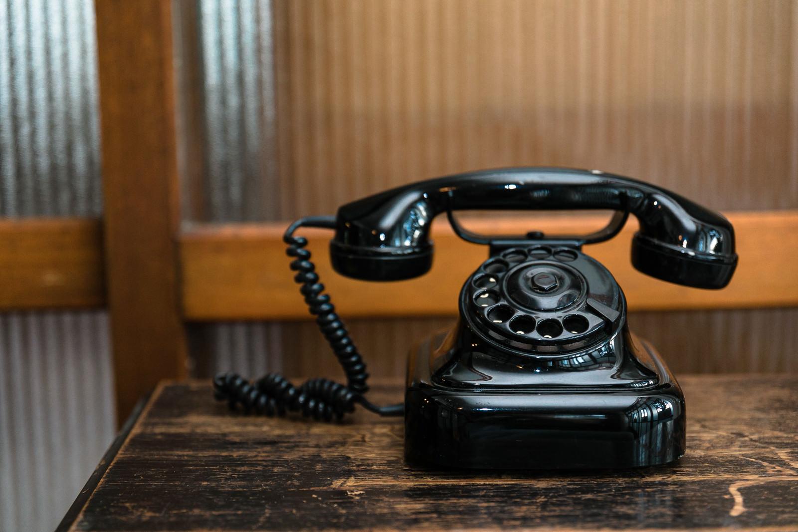「ダイヤル式電話機 (黒電話)」の写真